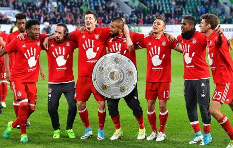 CHÙM ẢNH: Bayern mặc áo độc mừng đĩa bạc Bundesliga