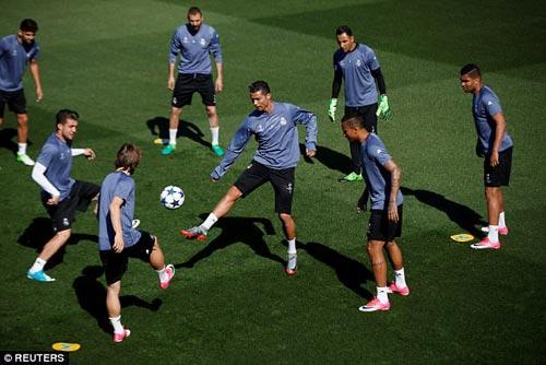 Ronaldo sung mãn: Fan Real đoán ghi 3 bàn, Ancelotti run rẩy