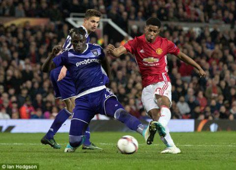 Ibra vô duyên, MU nhọc nhằn vượt ải Anderlecht sau 120 phút kịch tính