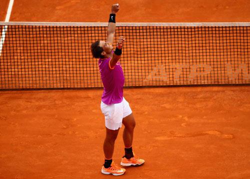 Nadal & 3 cú Decima: Huyền thoại, vua cũng 'đầu hàng'