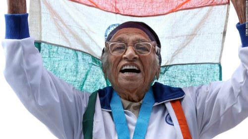 Tin thể thao HOT 27/4: Cụ bà 101 tuổi chạy 100m giành HCV