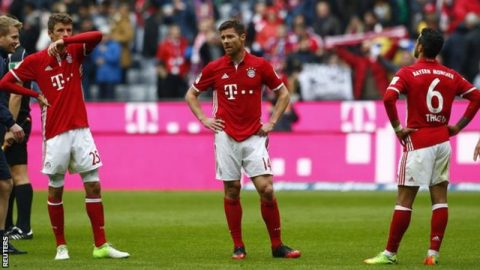 Hòa kịch tính trên sân nhà, Bayern nối dài mạch trận không thắng lên con số 4