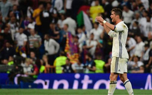 Để Messi ghi bàn vào phút cuối, Ronaldo đã quát câu gì?