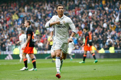 Xé lưới Valencia, Ronaldo phá vỡ kỉ lục tồn tại 46 năm