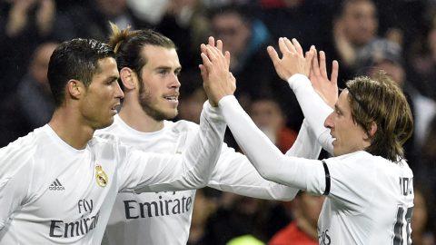 SỐC: Tỏa sáng rực rỡ, Ronaldo vẫn bị 5 SAO Real đòi 'tống cổ' khỏi Bernabeu