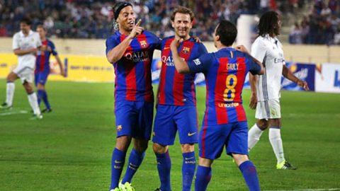 Ronaldinho lập hat-trick kiến tạo giúp huyền thoại Barca thắng Real 3-2