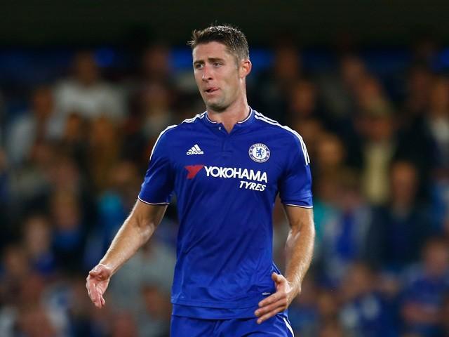 Đội trưởng Chelsea bị sỉ vả vì giúp đỡ đối thủ không đúng lúc