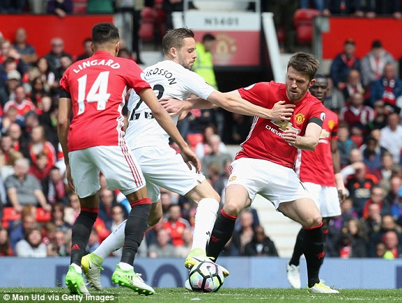 Bị Swansea cầm hòa tại Old Trafford, M.U lỡ cơ hội vào top 4