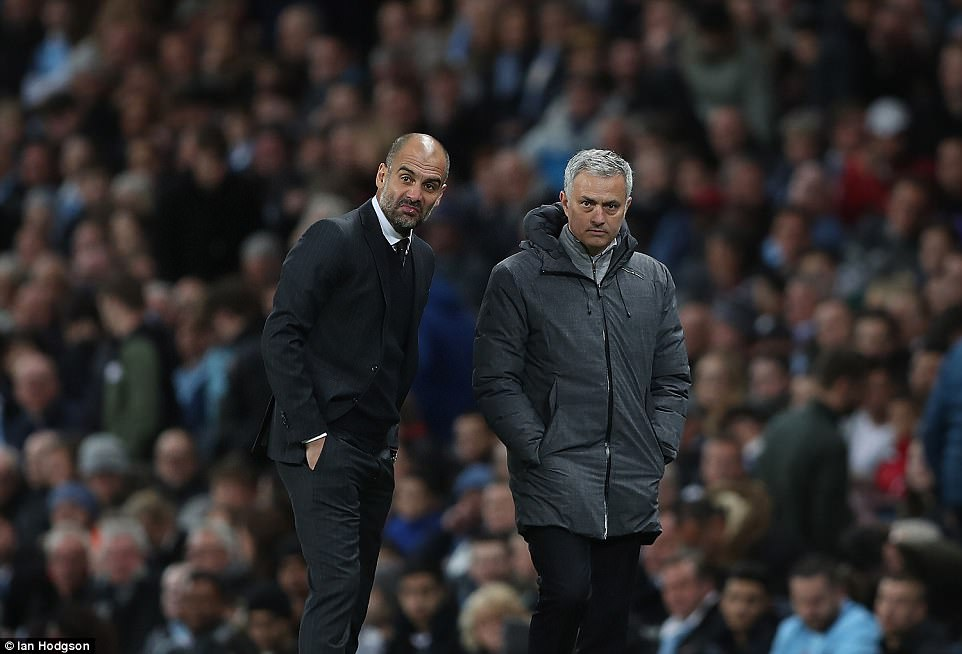 Fellaini bị đuổi, Mourinho buộc tội Aguero