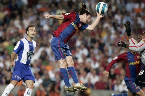 11 khoảnh khắc kì diệu làm nên sự nghiệp vĩ đại của 'siêu nhân' Messi