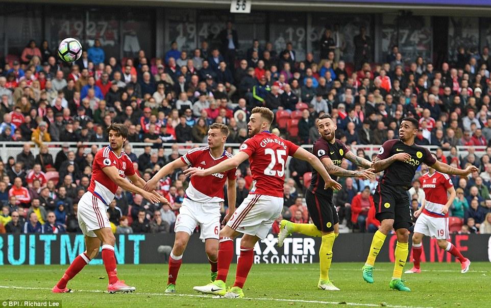 Gabriel Jesus tỏa sáng, Man City hút chết trước kẻ cùng đường Middlesbrough