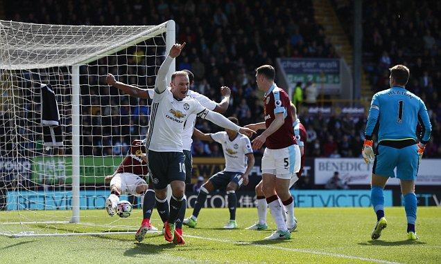 Martial-Rooney nổ súng, MU nhẹ nhàng vượt ải Burnley