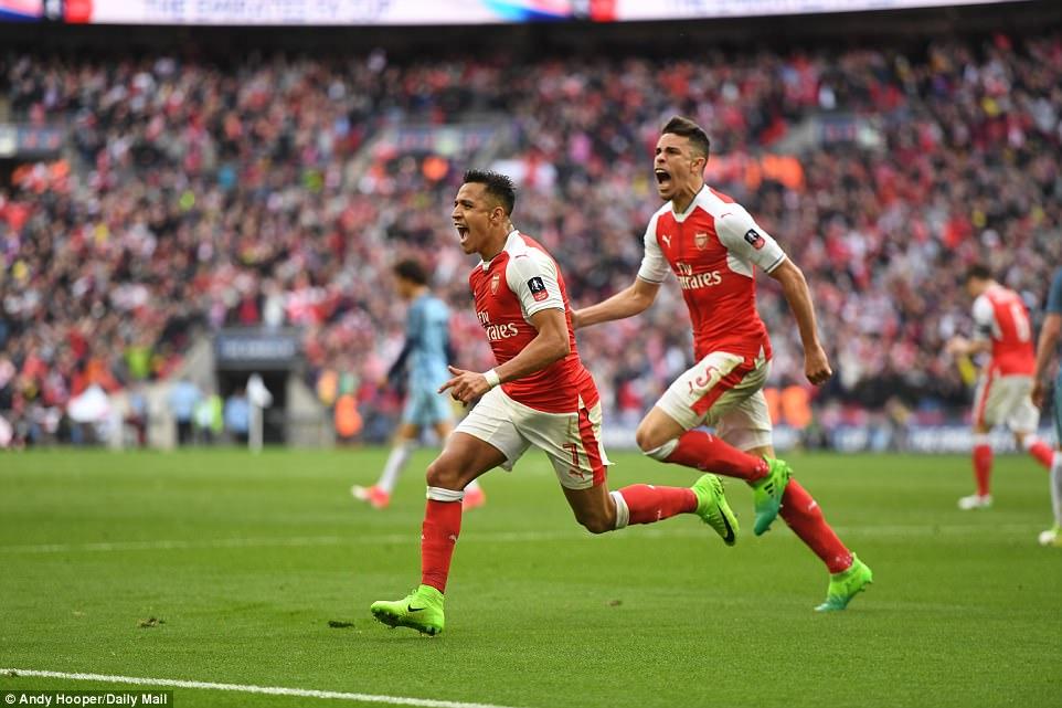 Sanchez bừng sáng, Arsenal ngược dòng hạ Man City sau 120 phút