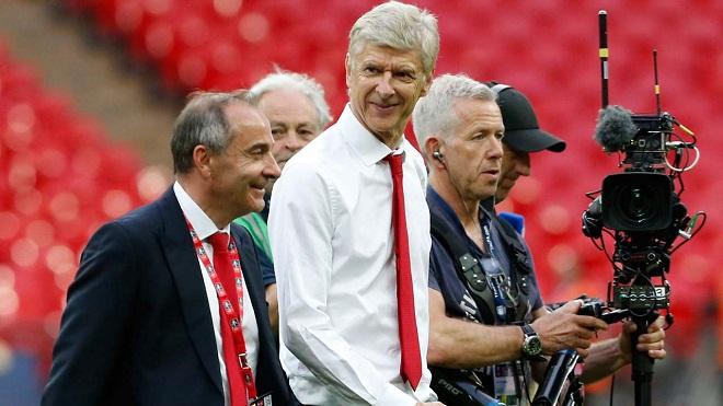 """""""Giáo sư"""" Wenger ra điều kiện để ở lại Arsenal"""