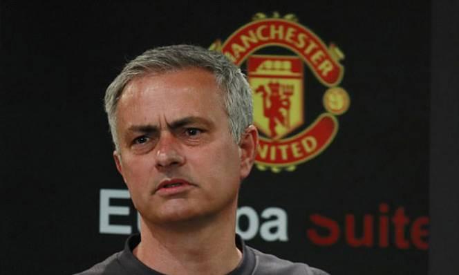 Fan MU mua vé chung kết, áp lực ngàn cân lên Mourinho