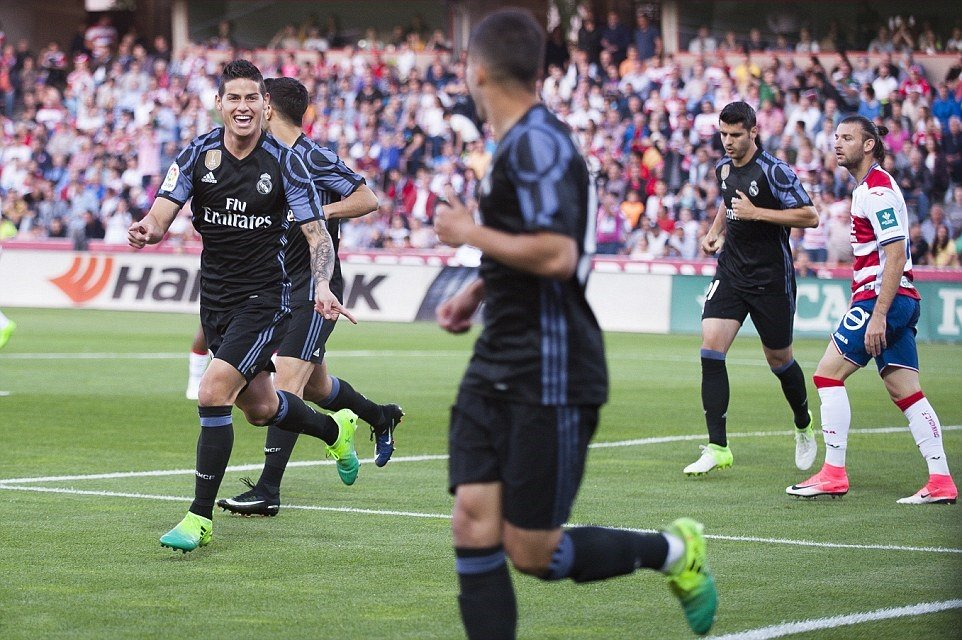 Huỷ diệt Granada, Real Madrid gửi lời đáp trả hoàn hảo tới Barcelona