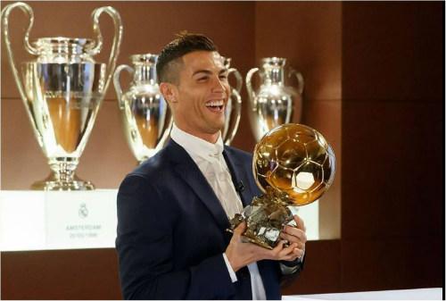 Ronaldo thăng hoa cúp C1: Messi, Griezmann hụt hơi đua QBV