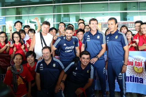 Chùm ảnh dàn sao U20 Argentina đến Việt Nam