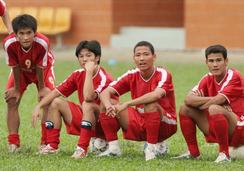 """Cựu thần đồng bóng đá Việt Nam nhắn nhủ """"cực sốc"""" đến đàn em U20"""