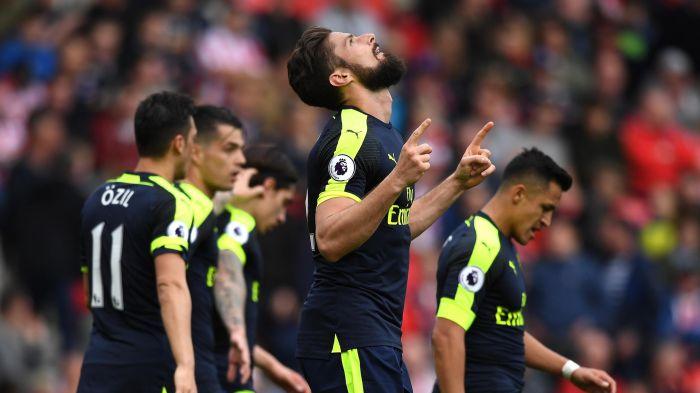 Mất vé dự C1, sao Arsenal từ chối ký hợp đồng mới