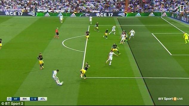 Ronaldo và trọng tài nói gì về bàn thắng đầu tiên của Real?