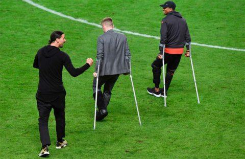 Biệt đội chống nạng của MU vô địch Europa League khiến fan xúc động