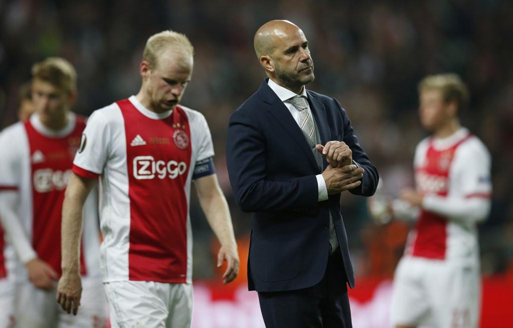 HLV Ajax bất ngờ chê bai Mourinho sau trận thua bẽ bàng
