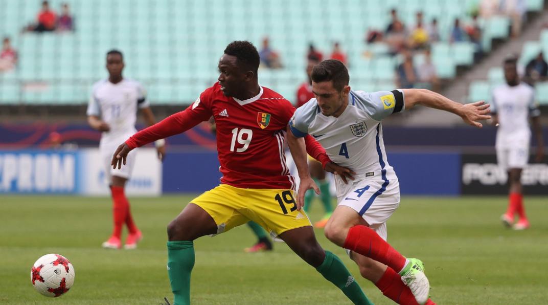 Hàng thủ mắc sai lầm ngớ ngẩn, U20 Anh suýt ôm hận trước U20 Guinea