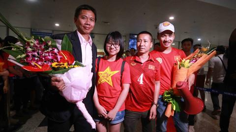 U20 Việt Nam về nước trong sự chào đón nồng nhiệt của NHM