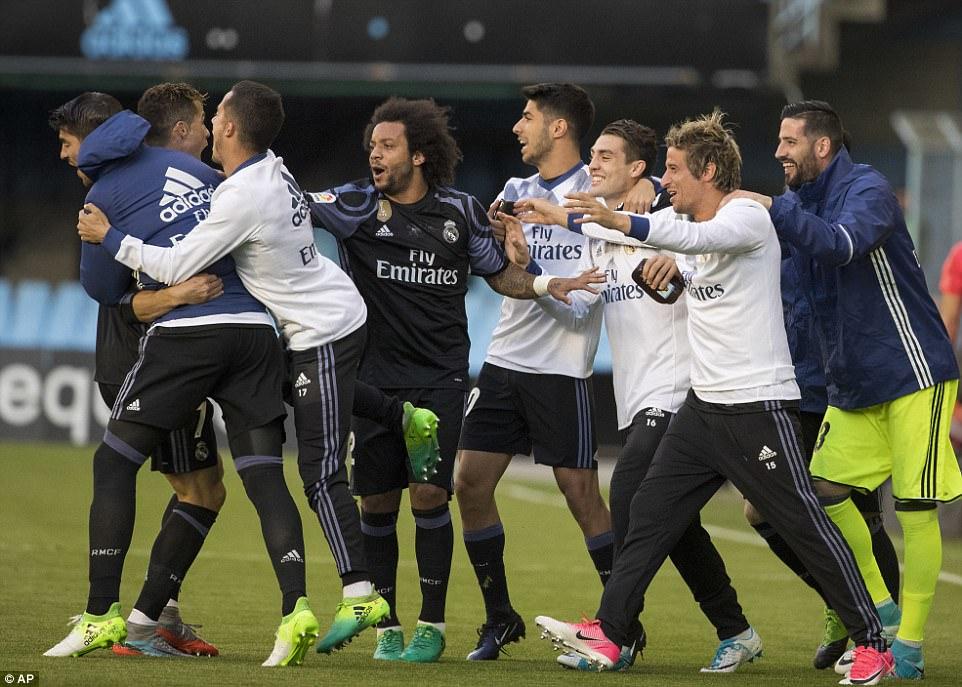 Siêu nhân Ronaldo lập cú đúp, Real Madrid chạm một tay vào cúp vô địch