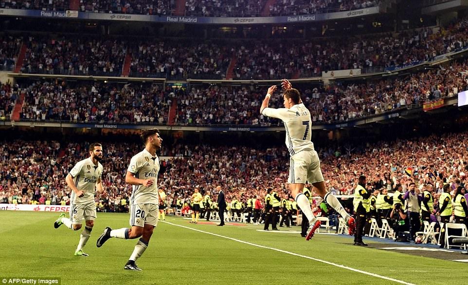 Vùi dập Sevilla, Ronaldo và Real đồng loạt xác lập những kỷ lục vô tiền khoáng hậu