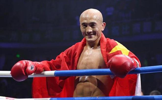 """""""Sát thủ"""" làng MMA xuất hiện, tự tin hạ gục Đệ nhất Thiếu Lâm trong vòng 1 phút"""