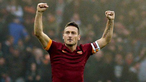 Totti ra sân, Roma nghẹt thở tiến thẳng đến Champions League