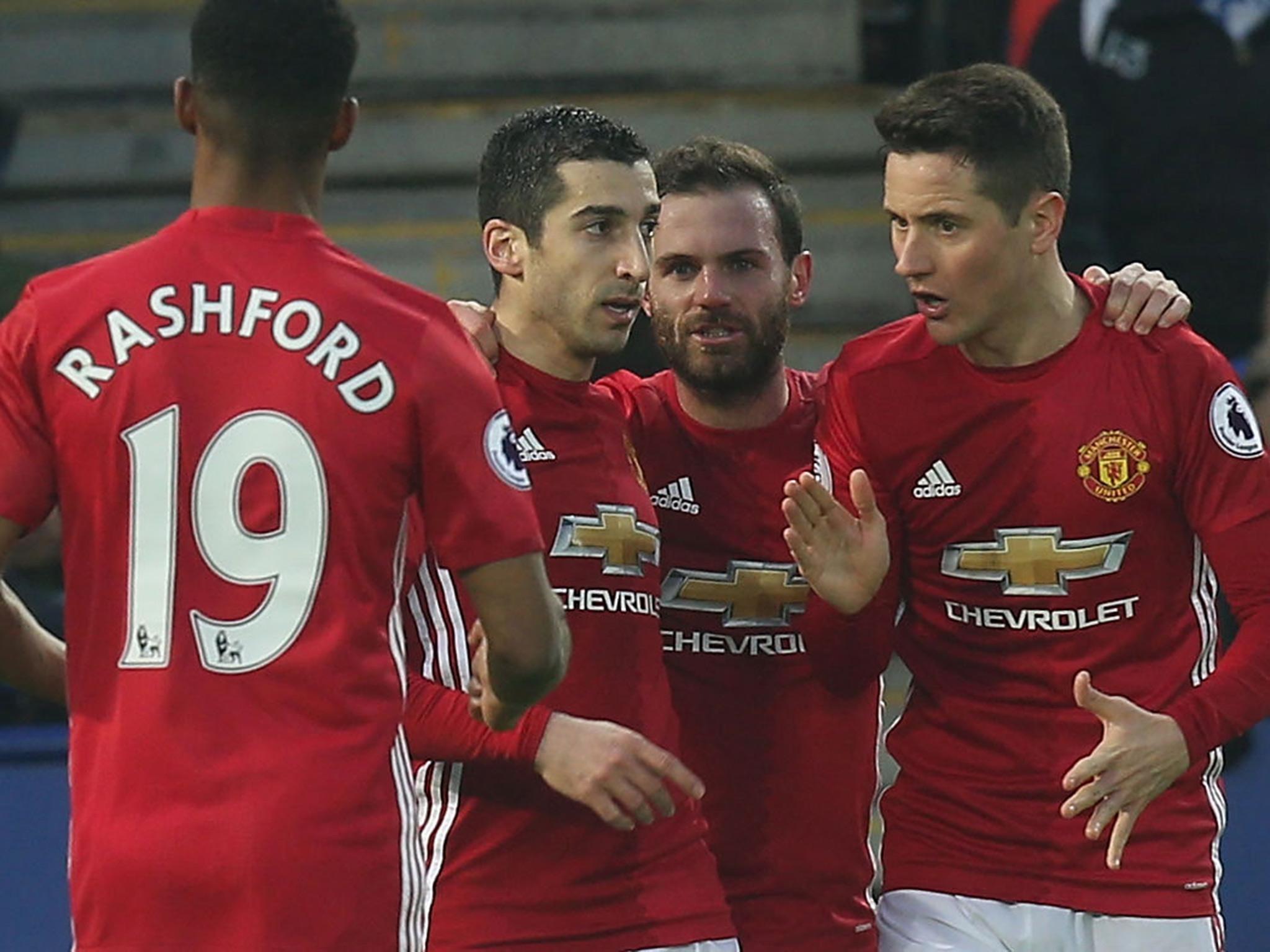 Thi đấu xuất sắc, sao Man Utd được tưởng thưởng huy chương cao quý