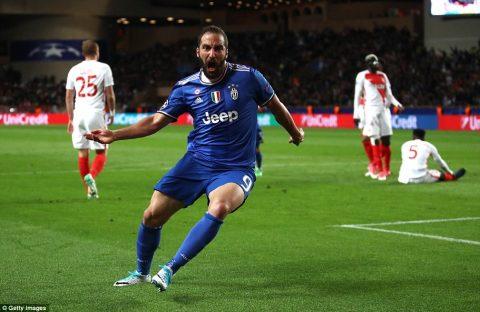Higuain lập cú đúp, Alves kiến tạo đỉnh cao, Juve ném Monaco trở lại mặt đất