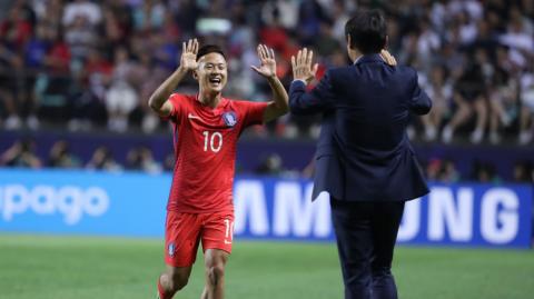 """""""Messi Hàn' solo ghi bàn tuyệt đỉnh, U20 HQ xuất sắc đả bại U20 Argentina"""