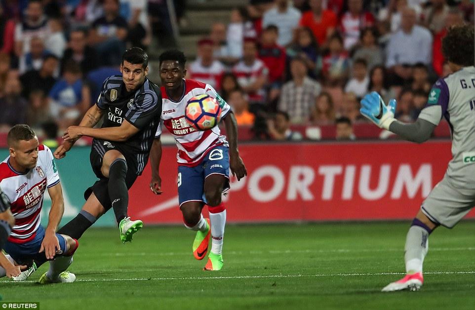 """Lập cú đúp, Alvaro Morata có hiệu suất làm bàn """"khủng"""" hơn cả Messi và Ronaldo"""