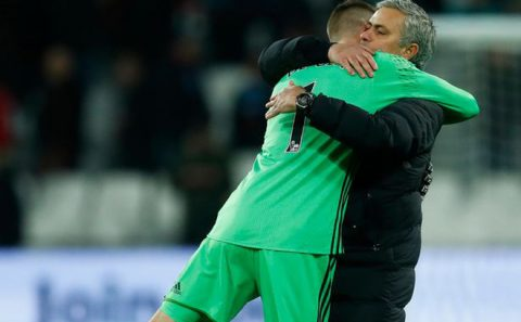 Mourinho tự tin nói về tương lai De Gea