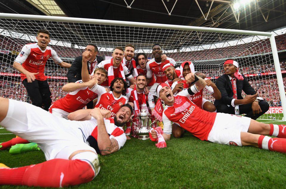 """Sao Arsenal vẫn """"trên mây"""" sau chức vô địch FA Cup"""