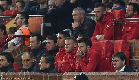 M.U và Mourinho: Ơn giời, hết giờ rồi!