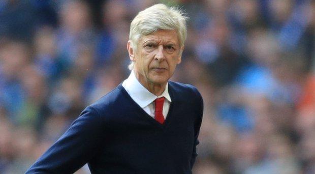 Wenger nổ súng: Cuộc chiến quyền lực Arsenal bắt đầu
