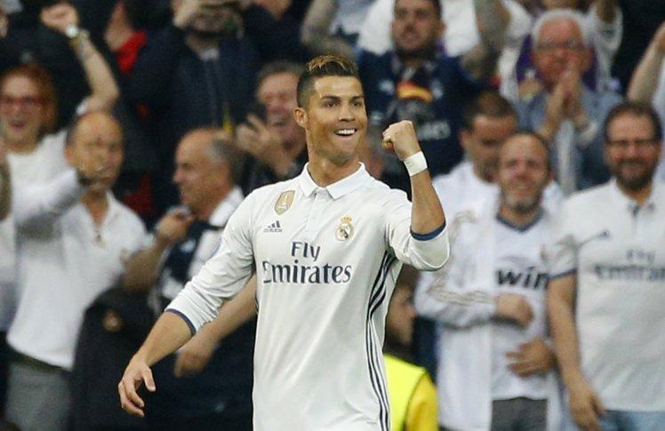 Ronaldo sắp xô đổ thêm 1 kỷ lục vĩ đại!