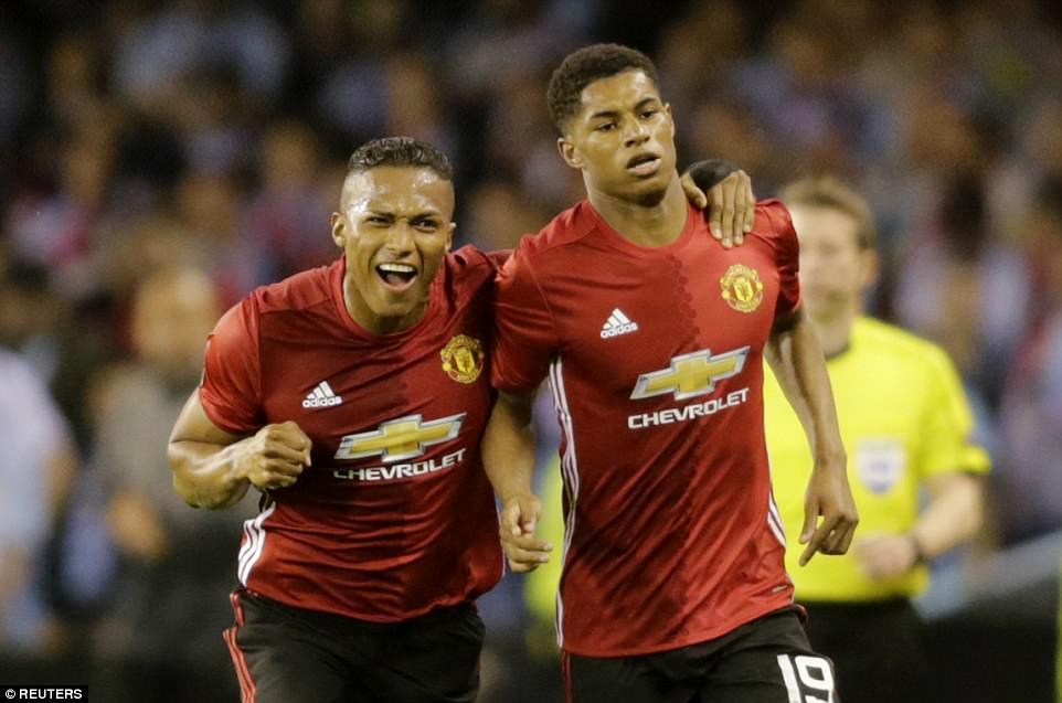 Rashford đá phạt như Beckham, MU rộng đường vào chung kết Europa League