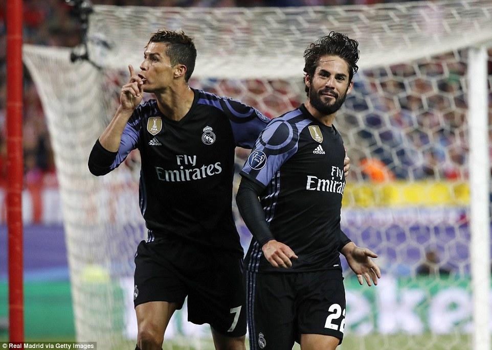 Ghi bàn thắng quý hơn vàng giải nguy cho Real, Isco ăn mừng đặc biệt cùng CR7