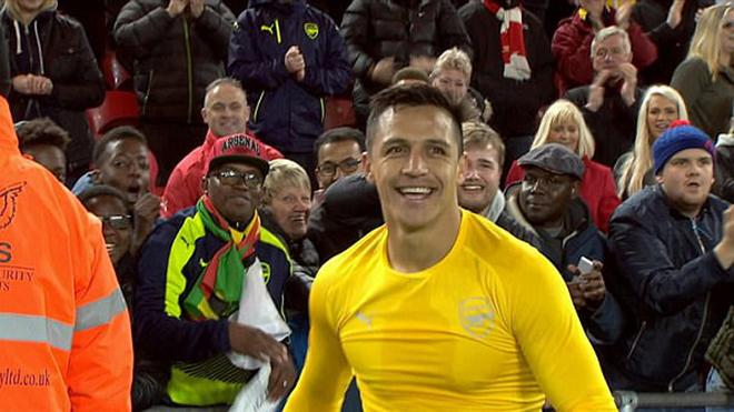 Có một Alexis Sanchez luôn tươi cười bởi…