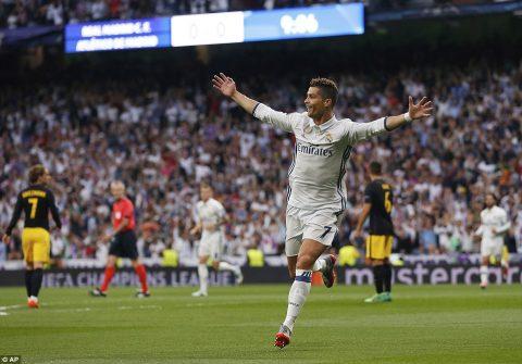 Siêu nhân Ronaldo lập hat-trick, Real đặt cả 2 chân vào chung kết champions League