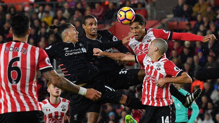 Liverpool dẫn đầu cuộc đua giành siêu trung vệ