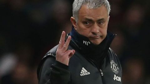 SỐC: Mourinho tính bán trung vệ trụ cột cho Arsenal