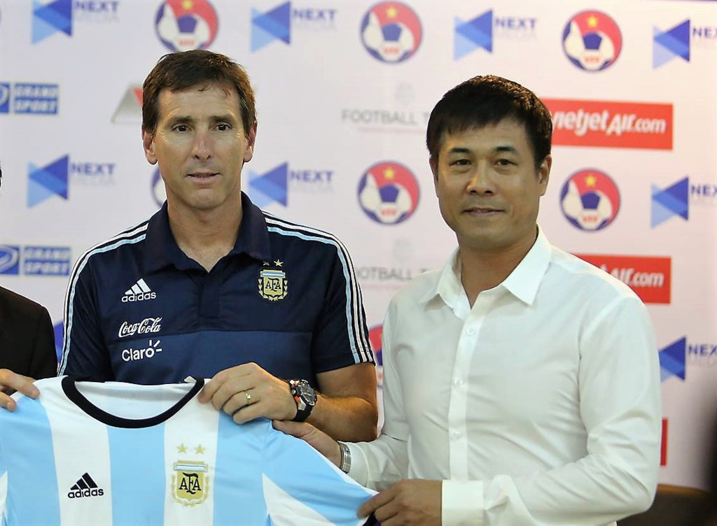 HLV U20 Argentina bất ngờ xin lỗi và đánh giá cao một cầu thủ của U22 Việt Nam