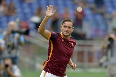 """""""Hoàng tử"""" Totti chính thức đưa ra quyết định giải nghệ"""